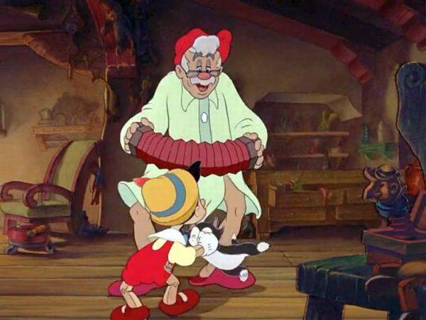 sarbatoreste impreuna cu pisoiul Figaro si pestisorul Cleo