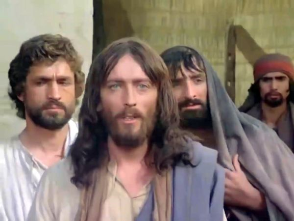 Îl aduce pe omul din Nazaret