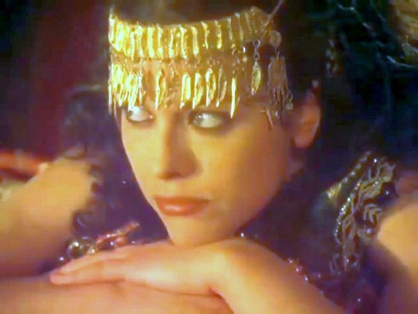 SALOMEA: Dacă dansez, ce-ai să-mi dăruieşti?